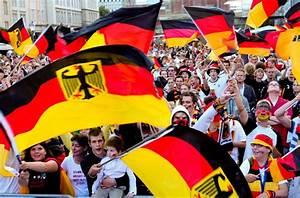 Deutschland Flagge Bilder : wm deutschland fahne mit adler ist bundesbeh rden vorbehalten ~ Markanthonyermac.com Haus und Dekorationen