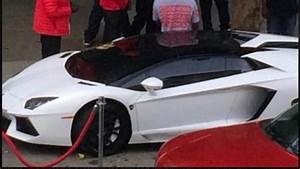 Seattle Seahawks Marshawn Lynch Surrounds His Parked Lambo With Velvet Ropes