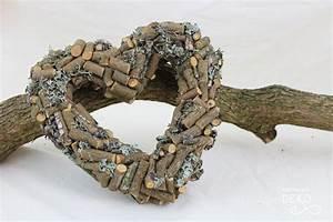 Basteln Mit Zweigen : diy kranz in herzform aus sten nat rlich deko ~ Watch28wear.com Haus und Dekorationen