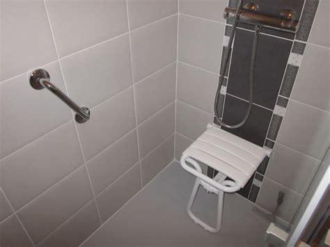 siège handicapé salle de bain et wc pour les personnes à mobilité