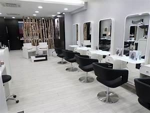 Mobilier Salon De Coiffure : agencement salons de coiffure 53 49 44 35 72 ~ Teatrodelosmanantiales.com Idées de Décoration