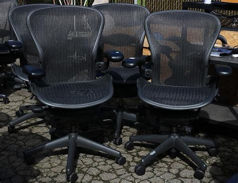 lot of 4 aeron chair by herman miller office chair featuri