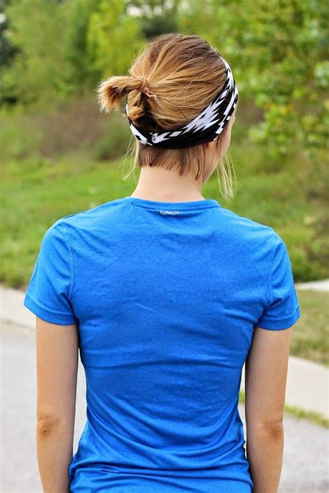 wear  short hair  working   style