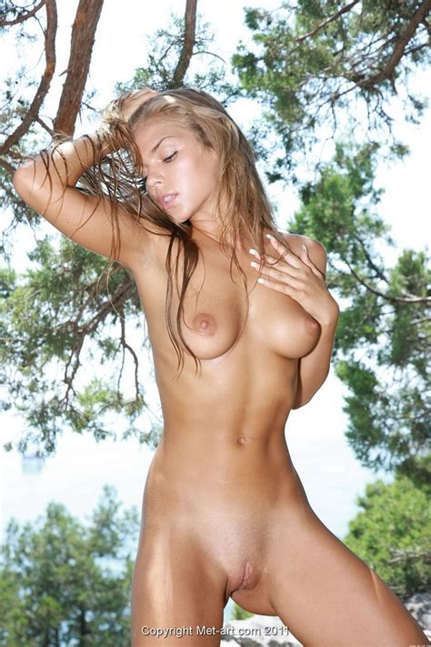 Perky Young Tits On A Beauty Outdoors With A Shaved Pussy