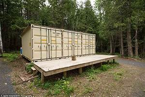 Container Als Garage : the canadian self sufficient home built inside a set of old shipping containers daily mail online ~ Markanthonyermac.com Haus und Dekorationen