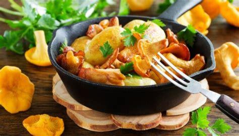 Vakariņās gailenes: 22 kārdinošas receptes pirmo meža sēņu ...