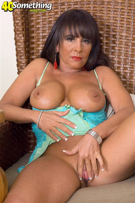 Horny Mature Babe Masturbating With A Toy Pichunter