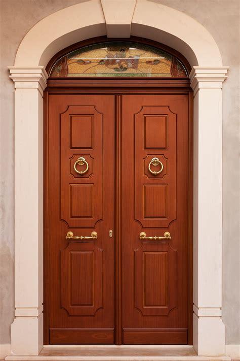 portone d ingresso in legno portone di ingresso in legno su misura stile antico per