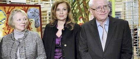 Valérie Trierweiler aux côtés de la mère de Florence ...