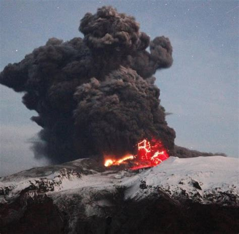 900 jahre lang war der vulkan fagradalsfjall in island inaktiv, in der nacht ist nun die oberfläche auf einer länge von 500 metern aufgerissen und. Island-Vulkan: Der gewaltige Ausbruch von Eyjafjallajökull ...