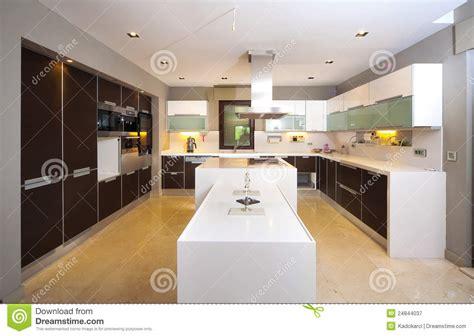 cuisine centrale ile de cuisine moderne photographie stock libre de droits image