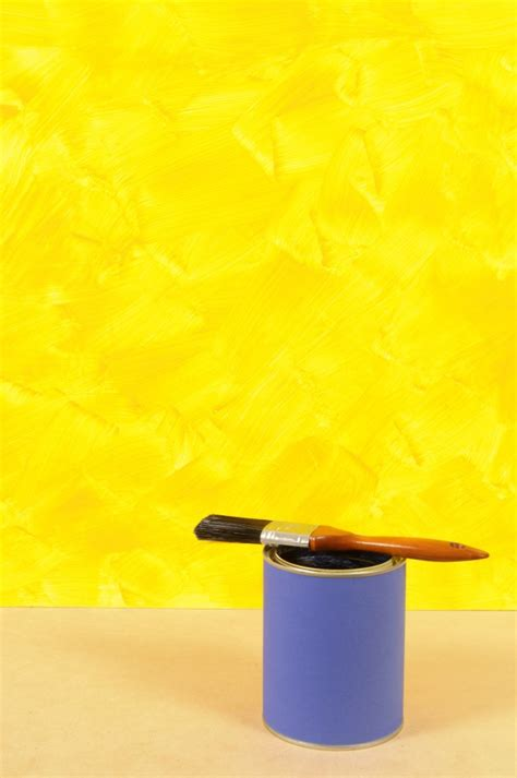 Wand Gelb Streichen by Yellow Wall With Paint Can Photo Free