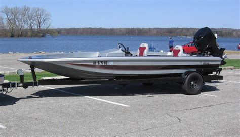 Bullet Boats by Fs 1986 Bullet 19v Bass Boat W 150hp Mercury And Trailer