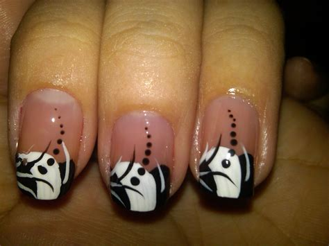 10 Beautiful Black and White Nail Designs