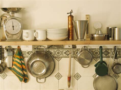 bouquin de cuisine déco rétro dans la cuisine blogue de via capitale