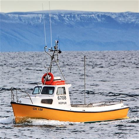 Small Boat Offshore Fishing by Small Commercial Fishing Boat Www Pixshark Images