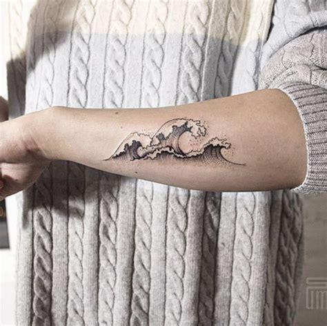 body tattoos hokusai wave tattoo  dasha sumkina