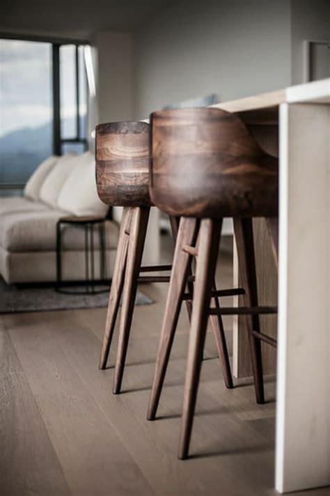 canap tissus gris comment adopter le tabouret de bar dans l 39 intérieur moderne