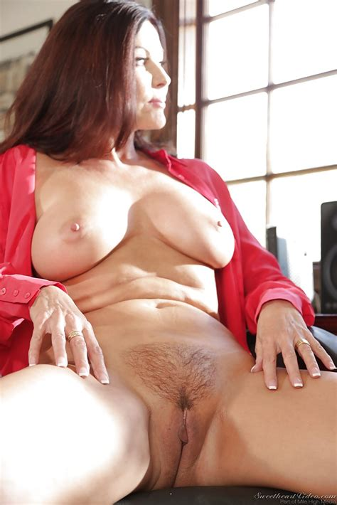 Mature Pornstar Demonstrates Big Breasts And Hot Intimate