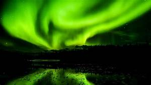 Solar Northern Lights The Northern And Southern Lights Are Different Here S Why