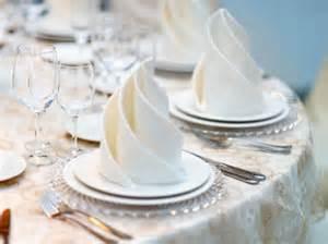 pliage de serviette en papier pour mariage pliage de serviettes des idées pour ma table de fête femme actuelle