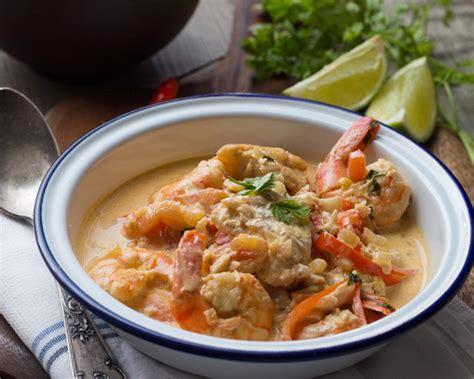 cuisine bresilienne moqueca de peixe e camarao spécialité brésilienne au