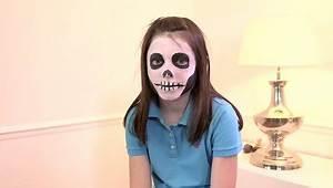 Maquillage Squelette Facile : faire un maquillage t te de squelette pour enfant ~ Dode.kayakingforconservation.com Idées de Décoration