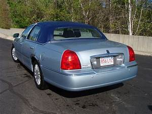 2005 Lincoln Town Car - Overview