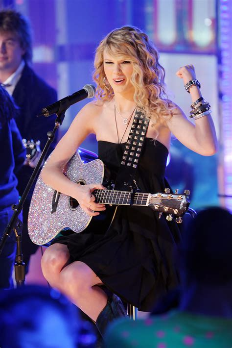 Taylor Swift - Taylor Swift Photos - MTV TRL Presents ...