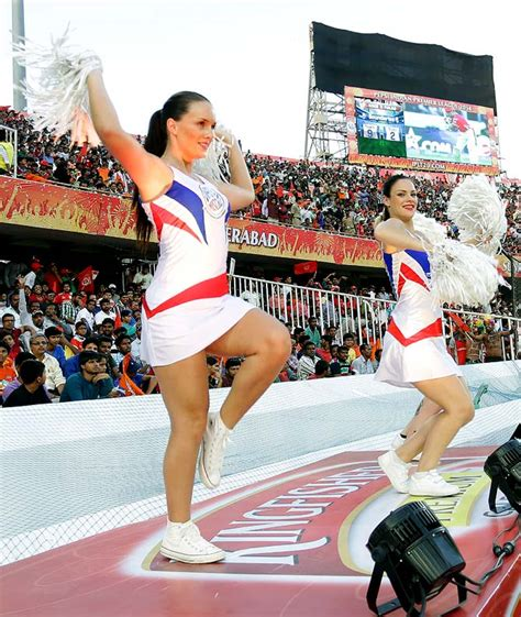 sexy cheerleaders hot preity sizzle  ipl