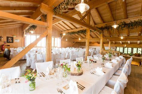 Tischdeko Scheune by Wedding Scheune Hochzeit Holz Deko Location Ideen