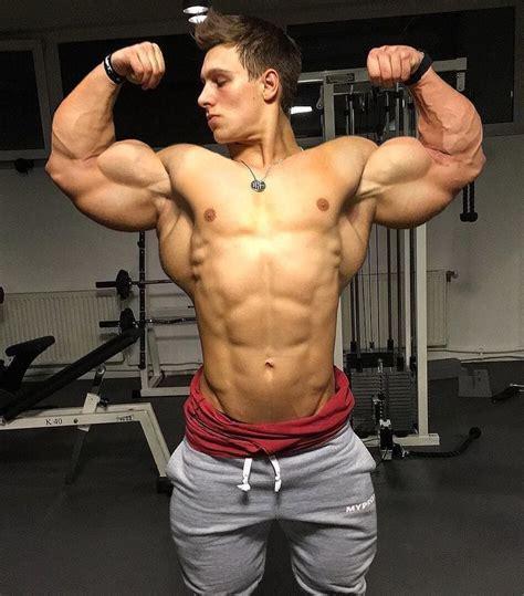 muscles hunks y bicep