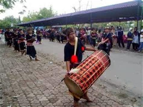 Genggong berasal dari sumatera selatan yang sejenis dengan alat musik tiup seperti harmonika. Kesenian Sulawesi Selatan 9A Spensa 13'14☺: Alat Musik Tradisional Sulawesi Selatan