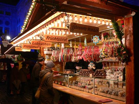 christmas market   residenz  munich read
