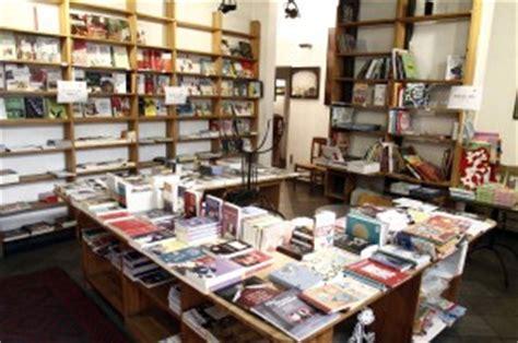 libreria piazza della repubblica roma quot luned 236 tutti in piazza per salvare la libreria bibli