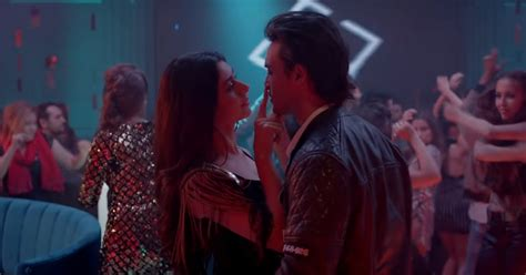 Loveratri Song Akh Lad Jaave, Featuring Aayush