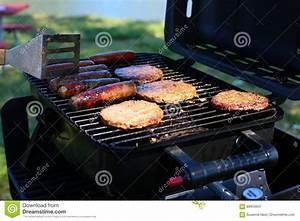 Burger Grillen Gasgrill Temperatur : outdoor grill with hamburgers brats and hot dogs stock image image 88953607 ~ Eleganceandgraceweddings.com Haus und Dekorationen