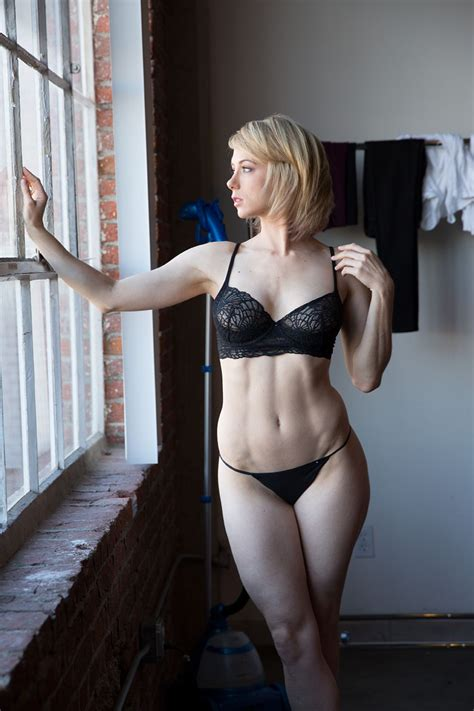 Iliza Shlesinger Showing Tits In The Latest Leaks The