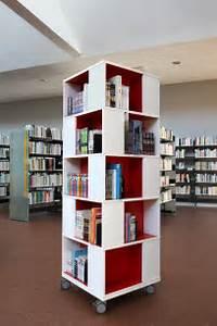 Minimalist home library design ideas decoseecom for Interior design bookshelf arrangement
