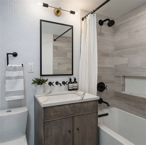 These dауѕ, vinyl appliques are becoming rеаllу trendy accessories fоr dесоrаtіng bathrooms. Ideas to Transform Your Apartment's Bathroom - Small ...