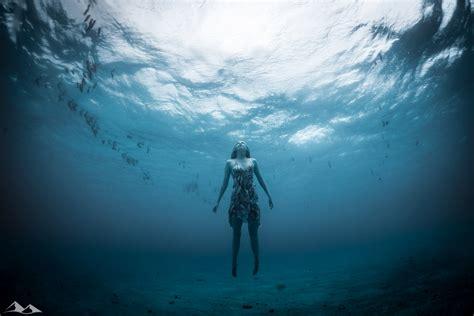 underwater model shoot chris eyre walker photography