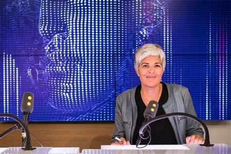 cabine avec siege fébrile la radio franceinfo fait sa première rentrée télé