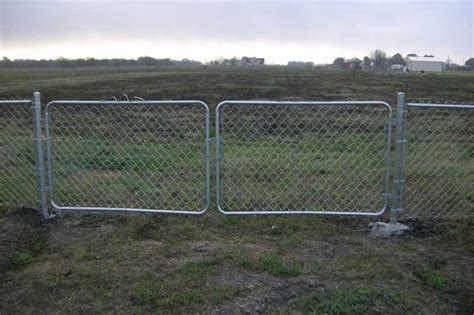 57 Chain Link Fence And Gate, Chain Link Fence Gate