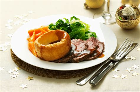 Roast beef, Yorkshire pudding and vegetables   Tesco Real Food