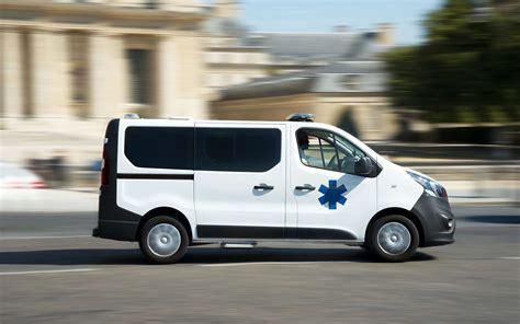 auxiliaire ambulancier salaire devenir ambulancier formations d 233 bouch 233 s salaire