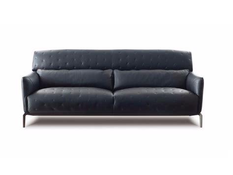 canapé en cuir contemporain roche bobois claridge collection nouveaux classiques by roche bobois