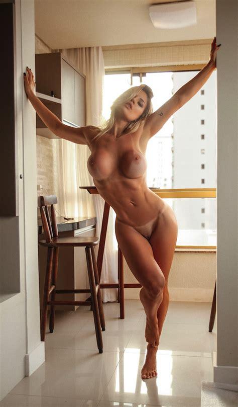 FIT NAKED Vanessa Vailatti Sexy Fit Nude Babe