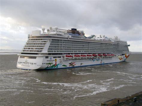 Norwegian Cruise Deck Plans by File Norwegian Getaway 2014 01 10 2 Jpg Wikimedia Commons