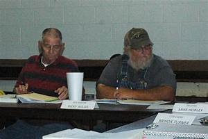 Verden residents deliver petition to oust officials | News ...