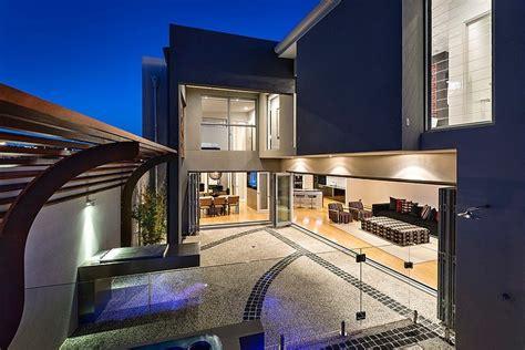 Modern Home Incorporating Cuttingedge Technology Port
